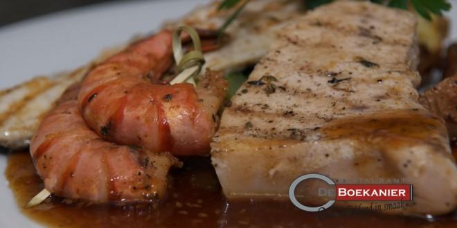 saus over rauwe vis met balsamico
